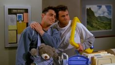 """Friends - The Baby on the Bus - """"Smelly cat"""" Stephanie and Phoebe Friends Tv Show, Tv: Friends, Chandler Friends, Friends Cast, Friends Season, Friends Moments, Friends Series, Friends Forever, Chandler Bing"""