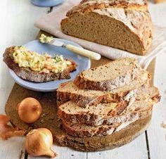 Landbrot mit Zwiebeln - Artisan bread with onions