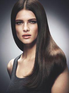 Piikkisuora ja sileä kampaus Avon Advance Techniques -tuotteilla ja välineillä | Pin straight and smooth hair with Avon Advance Techniques products and tools