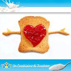 Una colazione col cuore! Mai provata una fetta biscottata con la marmellata, così?