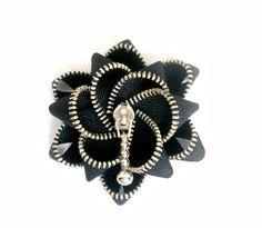 Black zipper flower brooch, YKK Zipper / Zipper Pin - Approx in/ 7 cm - eco… Zipper Flowers, Fabric Flowers, Recycled Jewelry, Handmade Jewelry, Unique Jewelry, Flower Brooch, Brooch Pin, Zipper Crafts, Zipper Jewelry