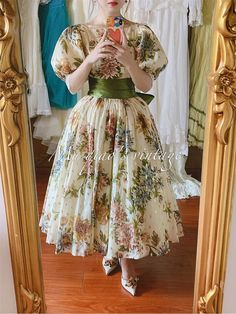 Vintage Ball Gowns, Vintage Dresses, Vintage Outfits, Vintage Fashion, Classy Outfits, Pretty Outfits, Pretty Dresses, Mode Outfits, Fashion Outfits