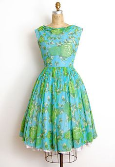 Makes my heart beat fast - Bright blue green floral 1950's dress
