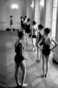 ballet dancing black and white