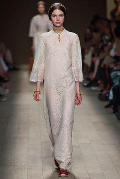 Valentino Spring 2014 Ready-to-Wear Fashion Show