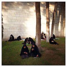Women praying in Arafah