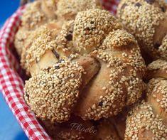 #Κουλούρια με #ελιές #νηστίσιμα #nostimiesgiaolous Cypriot Food, Savoury Biscuits, Olive Bread, Greek Dishes, Greek Recipes, Bread Baking, Nutella, Dairy Free, Recipies