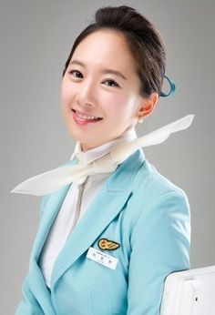 ✩ KOREAN AIR ✩ IN ACTION Flight Attendant | Cabin Crew ✩ 대한항공 승무원 ✩ ❛Angels of the Sky❜ 승무원 렛츠고~!!! :: 대한항공 승무원 이미지 체크받아보자 Beauty Uniforms, Hot Suit, Airline Cabin Crew, Hotel Uniform, Airline Uniforms, Korean Airlines, Face Images, Military Women, Elle Magazine