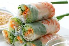 Leggeri e croccanti, gli involtini vietnamiti realizzati con la ricetta di gustoSano sono un'idea sfiziosa per un antipasto originale o un buffet informale.