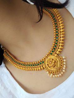 Stylish necklace design - The handmade craft Indian Jewelry Earrings, Indian Jewelry Sets, Jewelry Design Earrings, Gold Earrings Designs, Gold Jewellery Design, Necklace Designs, Indian Gold Necklace, Gold Haram Designs, Women's Jewelry