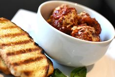 Check out this delicious recipe for Meatballs in Tomato and Basil Sauce from Weber—the world's number one authority in grilling. Sauce Recipes, Meat Recipes, Weber Q Recipes, Tomato Basil Sauce, Pork Mince, Meatball Recipes, Casserole Dishes, Yummy Food, Stuffed Peppers