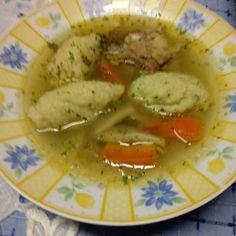 A tökéletes grízgaluska Thai Red Curry, Bacon, Ethnic Recipes, Soups, Food, Essen, Soup, Yemek, Pork Belly