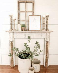 My Favorite Yard Sale Find Ever – Farmhouse Decor Mantle Faux Foyer, Faux Mantle, Faux Fireplace Mantels, Tv Mantle, White Mantle, Fireplace Makeovers, Stone Fireplaces, Christmas Fireplace, Fireplace Design