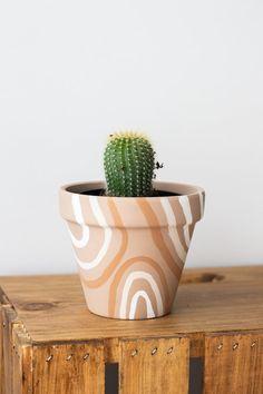 Painted Plant Pots, Painted Flower Pots, Painting Terracotta Pots, Decorated Flower Pots, Diy Painting, Plant Painting, Painting Clay Pots, Decoration Plante, Indoor Planters