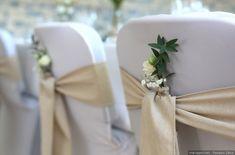 Donnez de l'allure à votre banquet en mettant des housses sur vos chaises ! #housse #chaise #deco #idee #idea #inspiration #mariage #wedding #decoration #mariagesnet