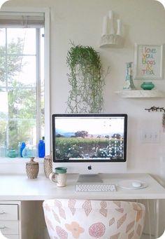 i love those shelves.