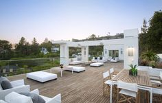 Sleek and sexy modernist residence above the Sunset Strip, LA Modern Landscaping, Outdoor Landscaping, Indoor Outdoor Living, Outdoor Spaces, Modern Mountain Home, Small Bedroom Designs, New England Homes, Outside Living, Laundry Room Design