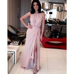 Bruna Marquezine com vestido claro