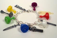 Indizio, indizio braccialetto di fascino, Upcycled gioielli, pezzi del gioco, pezzi del gioco riciclati