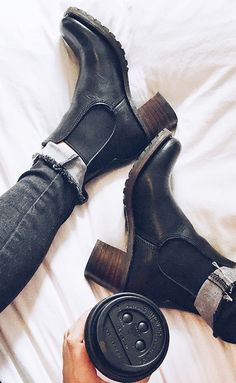 a35c6d5b540a29 black booties Black Heeled Boots Outfit
