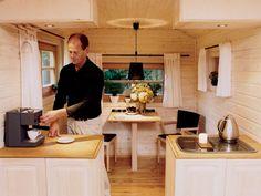 """""""Wohlwagen"""" – so taufte der Göttinger Lebenskünstler und Ingenieur Alex Borghorst sein Mobilheim, das jetzt in Serie geht. Der Clou: Man muss gar nich"""