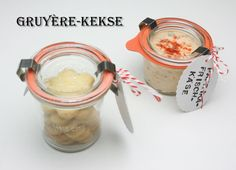 Gruyère-Kekse mit Dip, ital. Muffins und Nuss-Karamell