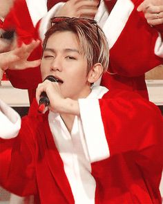 a hot santa byun baekhyun (4/4)