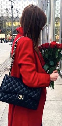 Chanel Chanel Street Style, Red Cottage, Black White Red, Chanel Handbags, Coco Chanel, London Fashion, Scarlet, Beautiful Outfits, Going Out