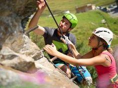Wanderhotel Falkertsee #urlaub #familienurlaub #natur #spaß #kraft #wanderhotelbestalpine #klettern Hotels For Kids, Child Care, Explore, Hiking, Climbing, Nature