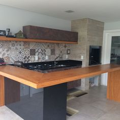 Bar Interior, Living Room Interior, Kitchen Tiles, Kitchen Dining, Kitchen And Kitchenette, Backyard Kitchen, Home Design Decor, Home Decor, Modern Tiny House