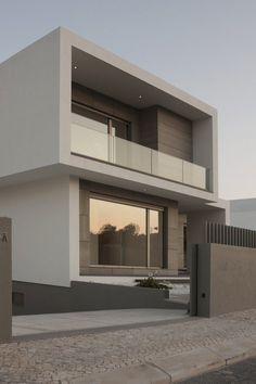 Resultado de imagen para fachadas de casas modernas con balcones #fachadasverdesarchitecture