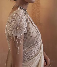 Saree Blouse Patterns, Designer Blouse Patterns, Saree Blouse Designs, Designer Dresses, Heavy Dresses, Hand Work Blouse Design, Embroidery Neck Designs, Indian Gowns Dresses, Silk Blouses