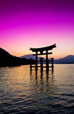 厳島神社 宮島 広島県 Otorii Gate, Miyajima (Shrine Island), near Hiroshima, Japan