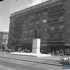 Debrecen - Már mi is azt hittük, hogy lassan kifogyunk a szebbnél szebb archív debreceni fotókból, amikor is rátaláltunk a következő összeállításra.A képeket lapozván mosolyogva nyugtázzuk, mennyit változott a város, mi mégis legalább ugyanannyira szeretjük. Napi retró a Hajdú Online-on! San Francisco Ferry, Marvel, Building, Buildings, Construction, Architectural Engineering