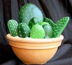apró gyönyörűségek: Kaktusz festett kövekből