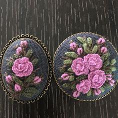 #프랑스자수 #자수스타그램 #캐스트온스티치 #장미#부산다대포#힐링 사진실력이 실물을 따라가지못하는 아쉬움 Embroidery Stitches, Embroidery Patterns, Hand Embroidery, Brazilian Embroidery, Diy And Crafts, Cross Stitch, Textiles, Crafty, Beads