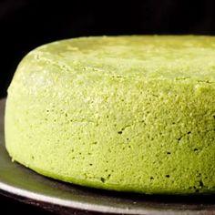 Shiwashi Souffle Cheese Cake Video Ingredients⠀ Hot cake mix 60 g ⠀. , Shiwashi Souffle Cheese Cake Video Ingredients⠀ Hot cake mix 60 g ⠀ Cream cheese 200 g ⠀ Granulated sugar 40 g ⠀ Fresh cream ⠀ 2 eggs Ma. Green Tea Recipes, Sweet Recipes, Bolo Chiffon, Baking Recipes, Dessert Recipes, Matcha Dessert, Green Tea Dessert, Delicious Desserts, Yummy Food