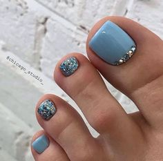 Nageldesign Hair Straightening Tips and Tools Women from all walks of life are always battling their Gel Toe Nails, Gel Toes, Feet Nails, Toe Nail Art, My Nails, Acrylic Toe Nails, Jamberry Nails, Pretty Toe Nails, Cute Toe Nails