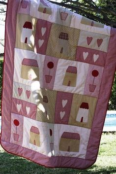 Colchas Country, Baby Decor, Baby Quilts, Smocking, Quilt Patterns, Patches, Blanket, House, Quilting