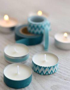 Personnaliser des petites bougies chauffe-plat avec du masking tape (ruban adhésif imprimé) pour Noël. C'est facile, rapide à faire et pas cher du tout !