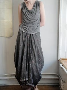 This skirt almost looks like a tablecloth skirt (rectangle skirt)