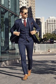 Mens fashion: 3 piece navy suit, burgundy tie, paisley pocket square, tan oxfords The dead sea spa elixir on site: Mode Masculine, Costume Marie Bleu, Burgundy Tie, Black And Burgundy Suit, Mode Costume, Herren Outfit, Fashion Mode, Style Fashion, Fashion Shoes
