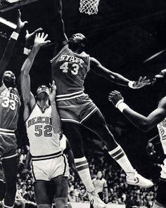 Amazing shot and jump from NC State's basketball team (1978)
