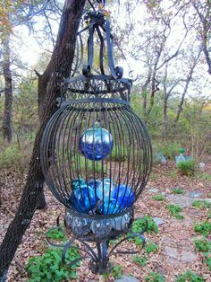 Love this idea! Source: Vicki Lanham posted on fb Garden Art, Junk & Antiques in the garden. Garden Junk, Garden Art, Metal Yard Art, Recycled Art, Bird Cage, Recycling, Backyard, Antiques, Creative