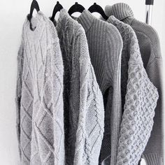 Grå strikkegensere
