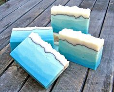 Ombré layers - love the vein that separates the white and blue layers - looks like the ocean