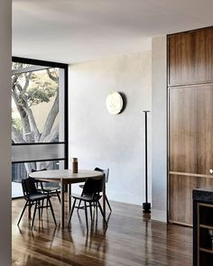 Subtly interweaving old and new, the St Kilda East House by Luke Fry Architecture & Interior Design does not seek to transform the stately art deco original. Australian Architecture, Australian Homes, Interior Architecture, Interior Design, Bungalow Renovation, Melbourne House, Art Deco Home, The Design Files, Inspired Homes