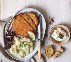 Αν νομίζετε ότι το σνίτσελ χρειάζεται χρόνο και κόπο, η παρακάτω συνταγή είναι ιδανική για γρήγορο αλλά τέλειο αποτέλεσμα! Mashed Potatoes, Breakfast, Ethnic Recipes, Food, Whipped Potatoes, Breakfast Cafe, Essen, Yemek, Smash Potatoes