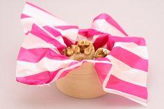 zelf marsepein maken: poedersuiker (of honing), amandelmeel en 1 ei. Dag van tevoren maken.