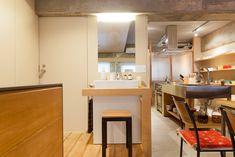 ひとつづきの空間と思いきや、実は小上がりになっている水回り。 ちょっとしたアクセントをつけるだけで洗面台が特別なものに。  #洗面 #リビング #小上がり #インテリア #EcoDeco #エコデコ #リノベーション #renovation #東京 #福岡 #福岡リノベーション #福岡設計事務所 Table, Furniture, Home Decor, Decoration Home, Room Decor, Tables, Home Furnishings, Home Interior Design, Desk